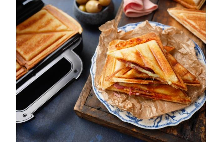 shopwatch-feb2021-breville-cheese-and-ham-toastie