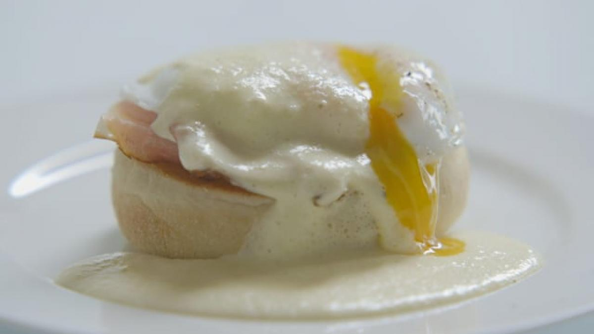 A picture of Delia's Second Term - Lesson 2 - Poached and Fried Eggs cookery school video