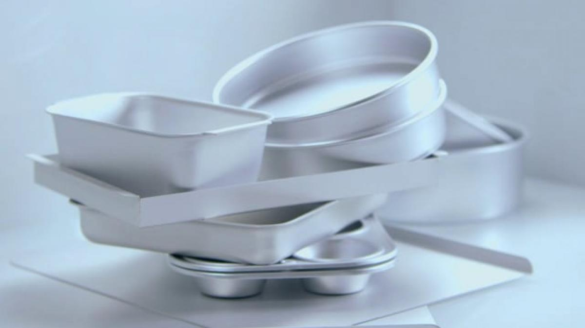 A picture of Delia's Choosing the Right Cakes Tins and Liners cookery school video