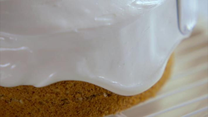 A picture of Delia's Layering and Icing cookery school video