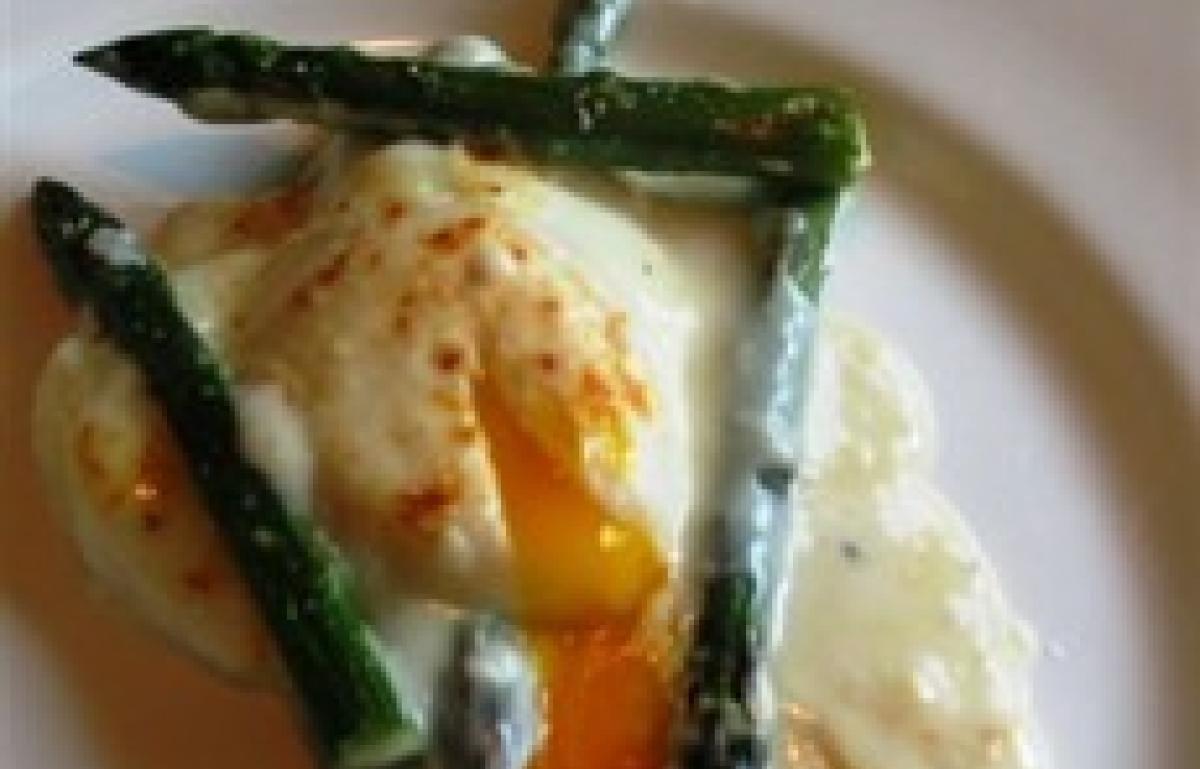 A picture of Delia's Gratin of Asparagus with Cheese and Poached Eggs recipe