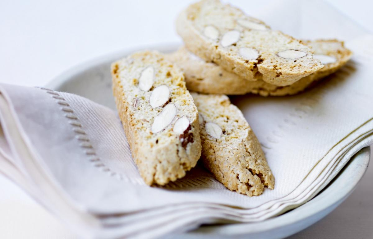 Cakes almond biscotti