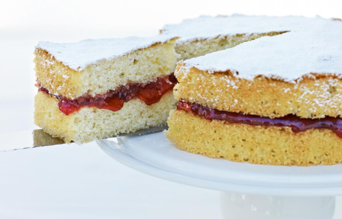 Cakes classic sponge