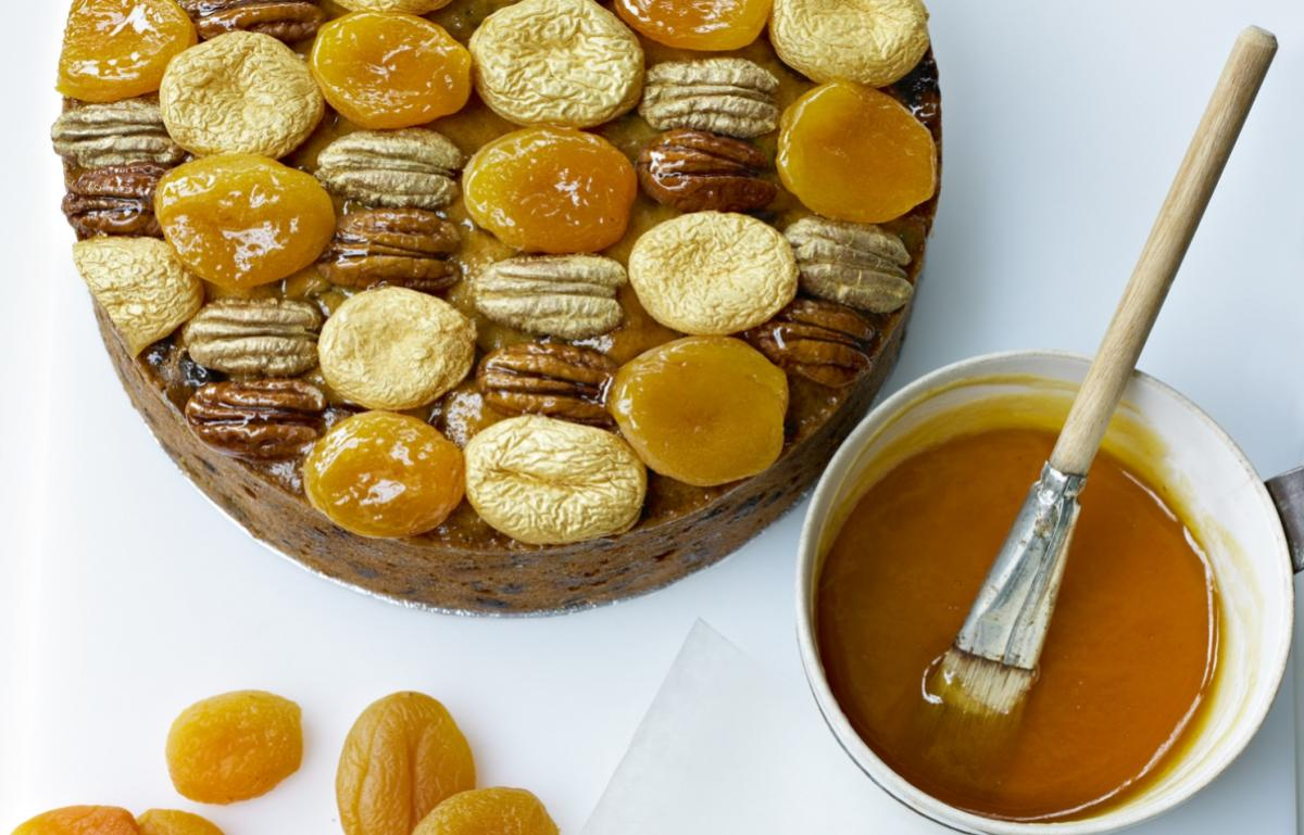 Cakes golden apricot and pecan topping