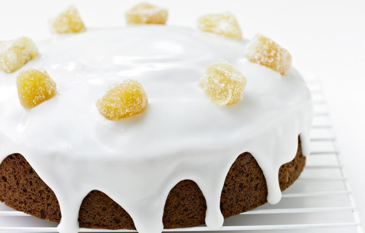 Cakes iced honey and spice cake