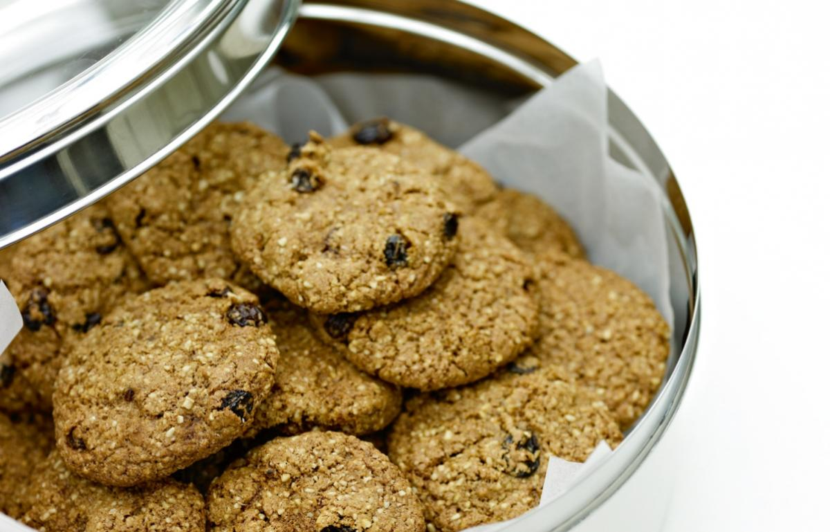 Cakes oat and raisin cookies