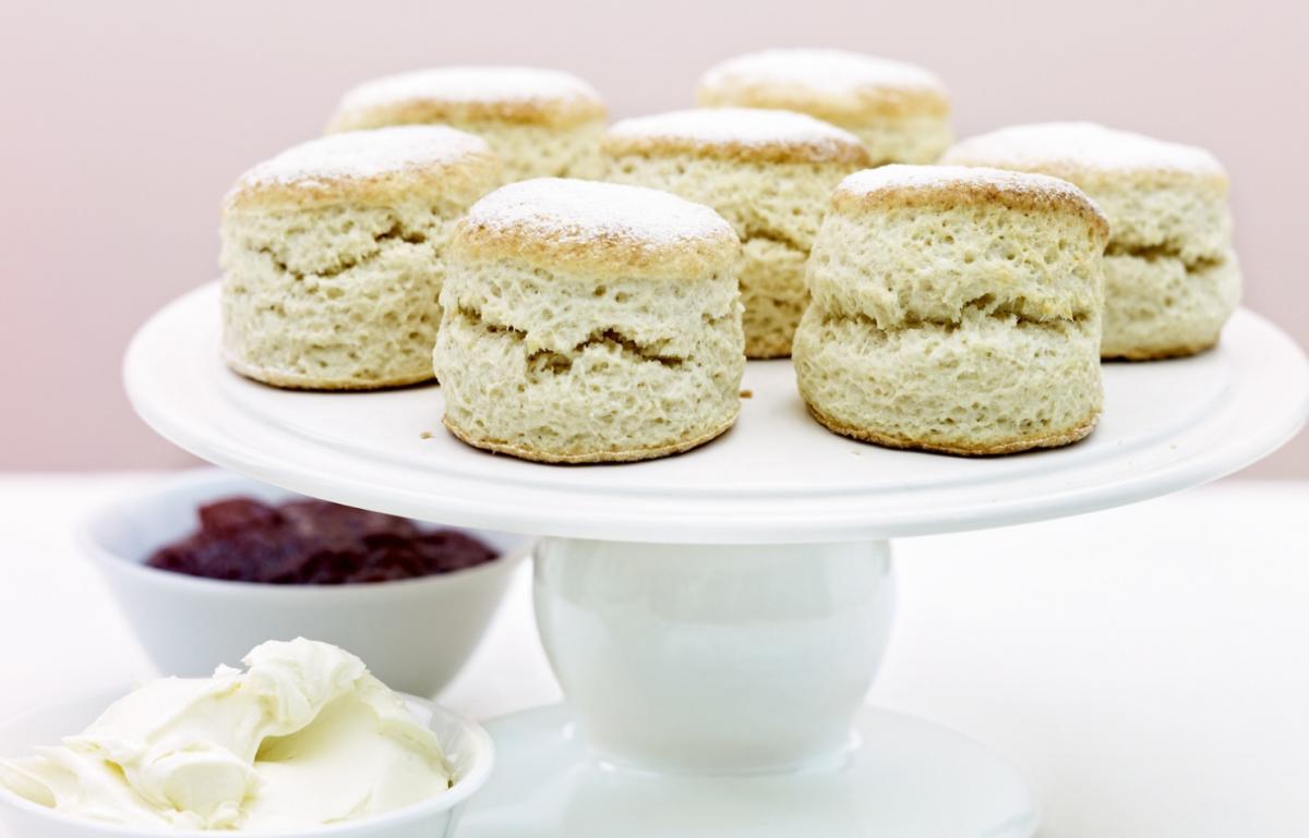 Cakes plain scones