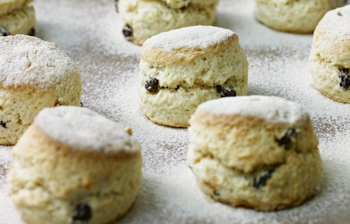 Cakes rich fruit scones
