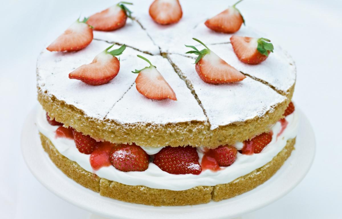 How To Line A Sponge Cake Tin With Baking Parchment