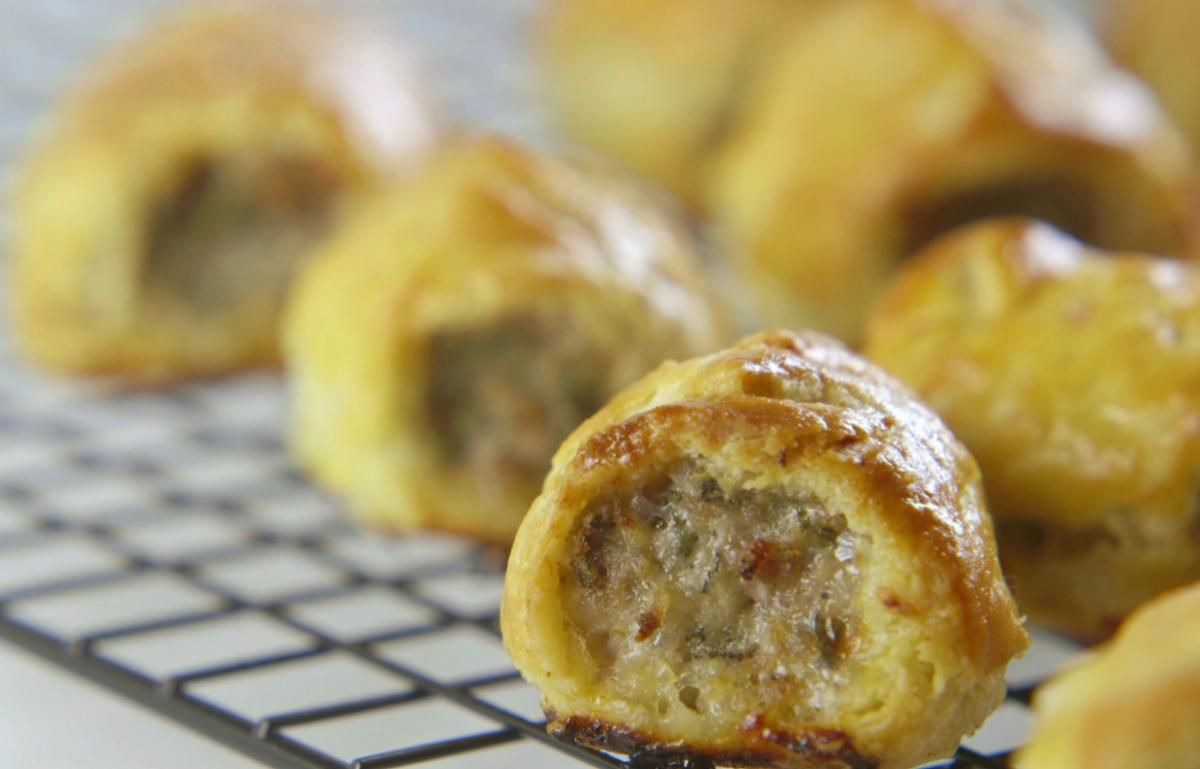 Csvideo sausage rolls