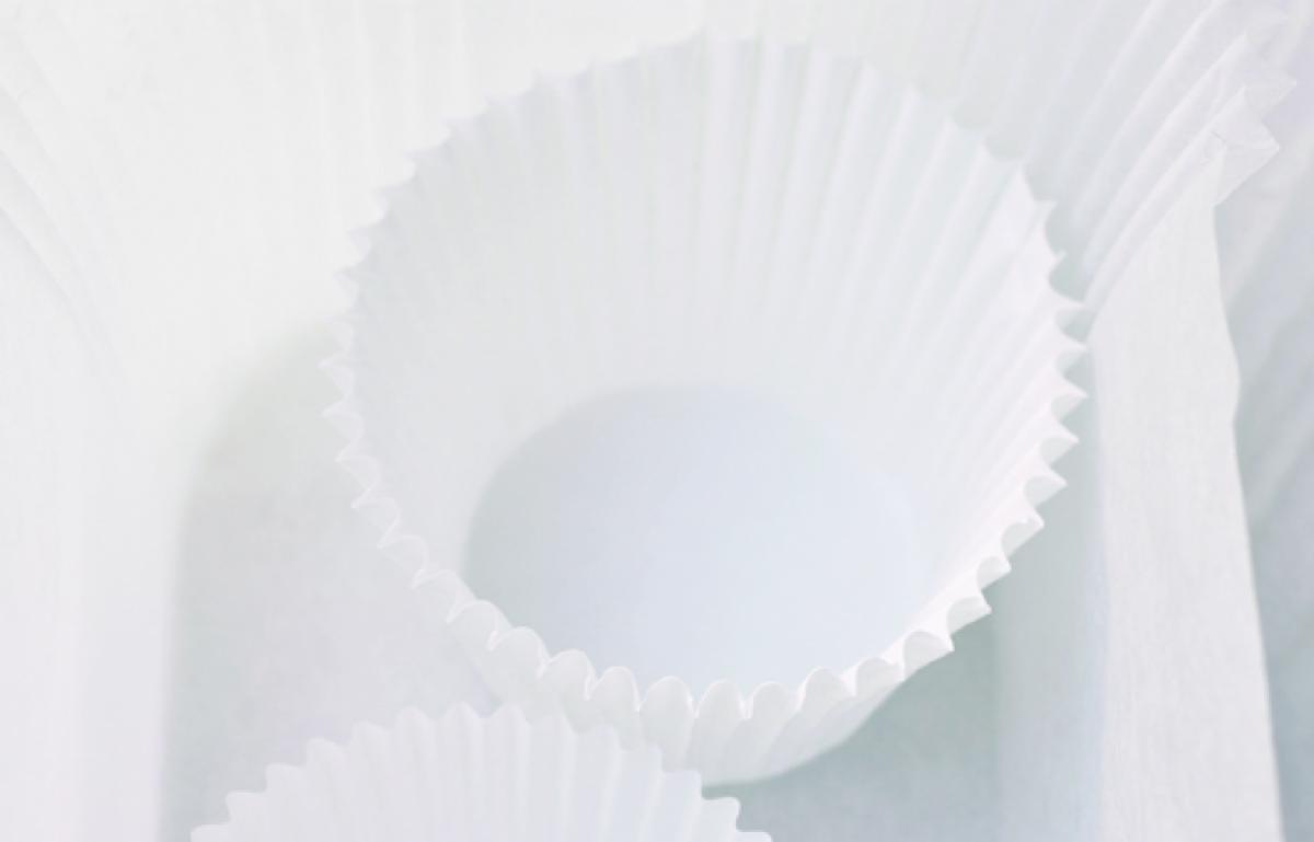 Equipment cake paper cases