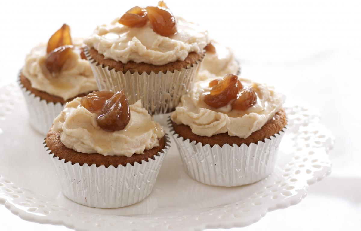 Happy chestnut cup cakes