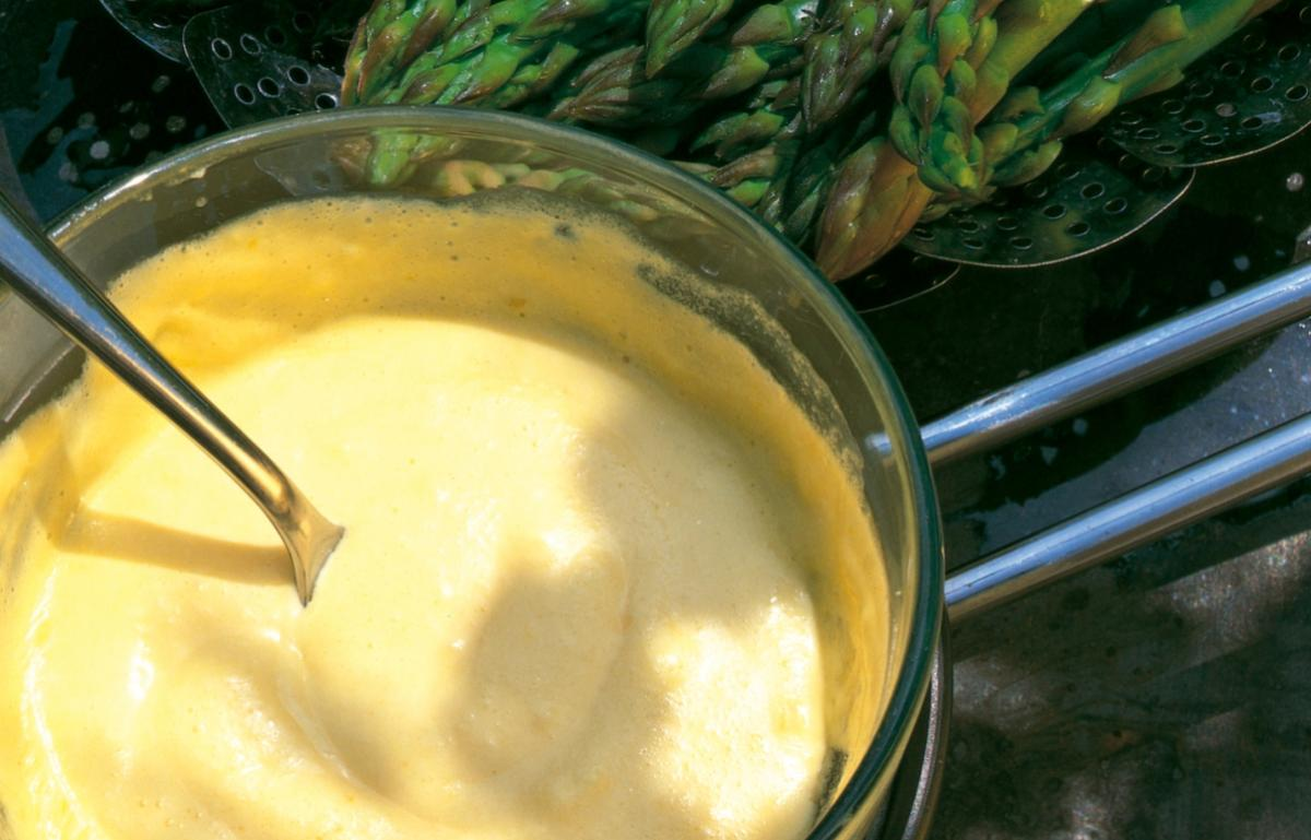 Summer fresh asparagus with foaming hollandaise
