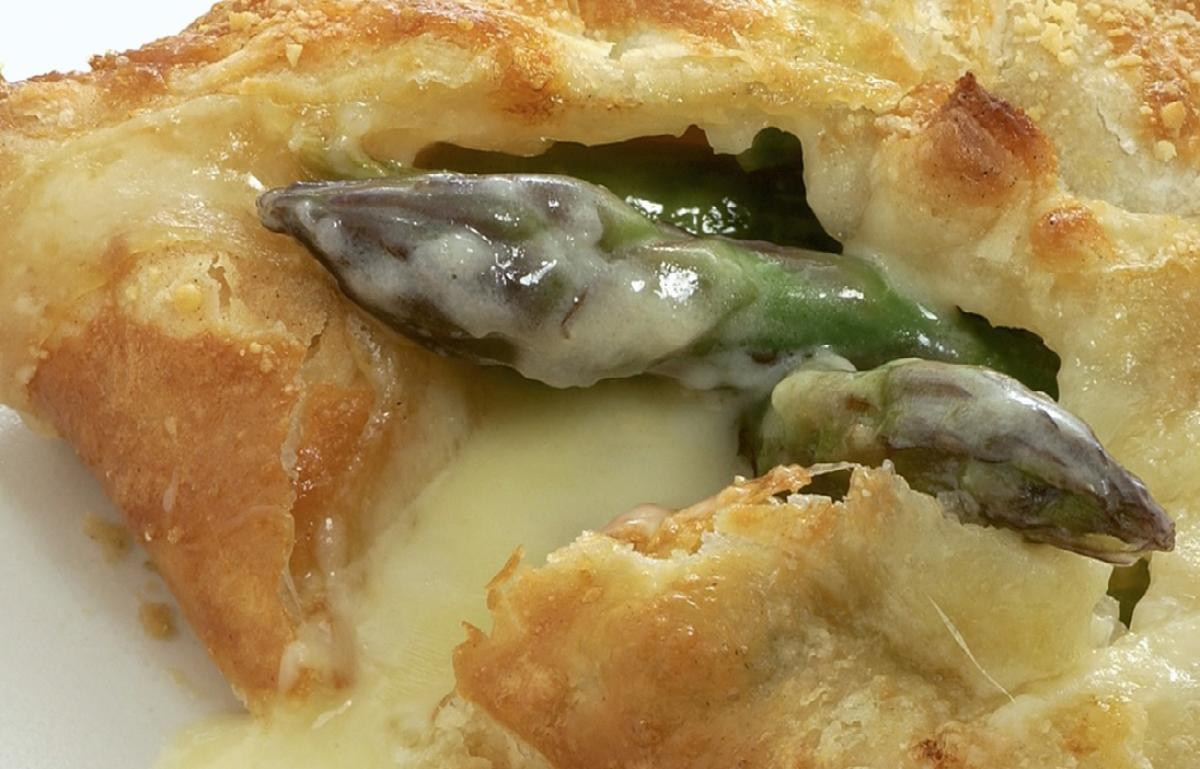 Vegetarian asparagus and gruyere feuilletes