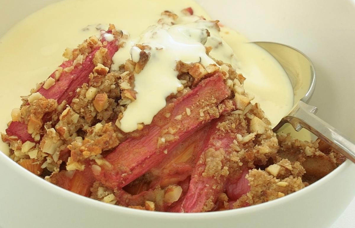 Vegetarian rhubarb almond and ginger crumble