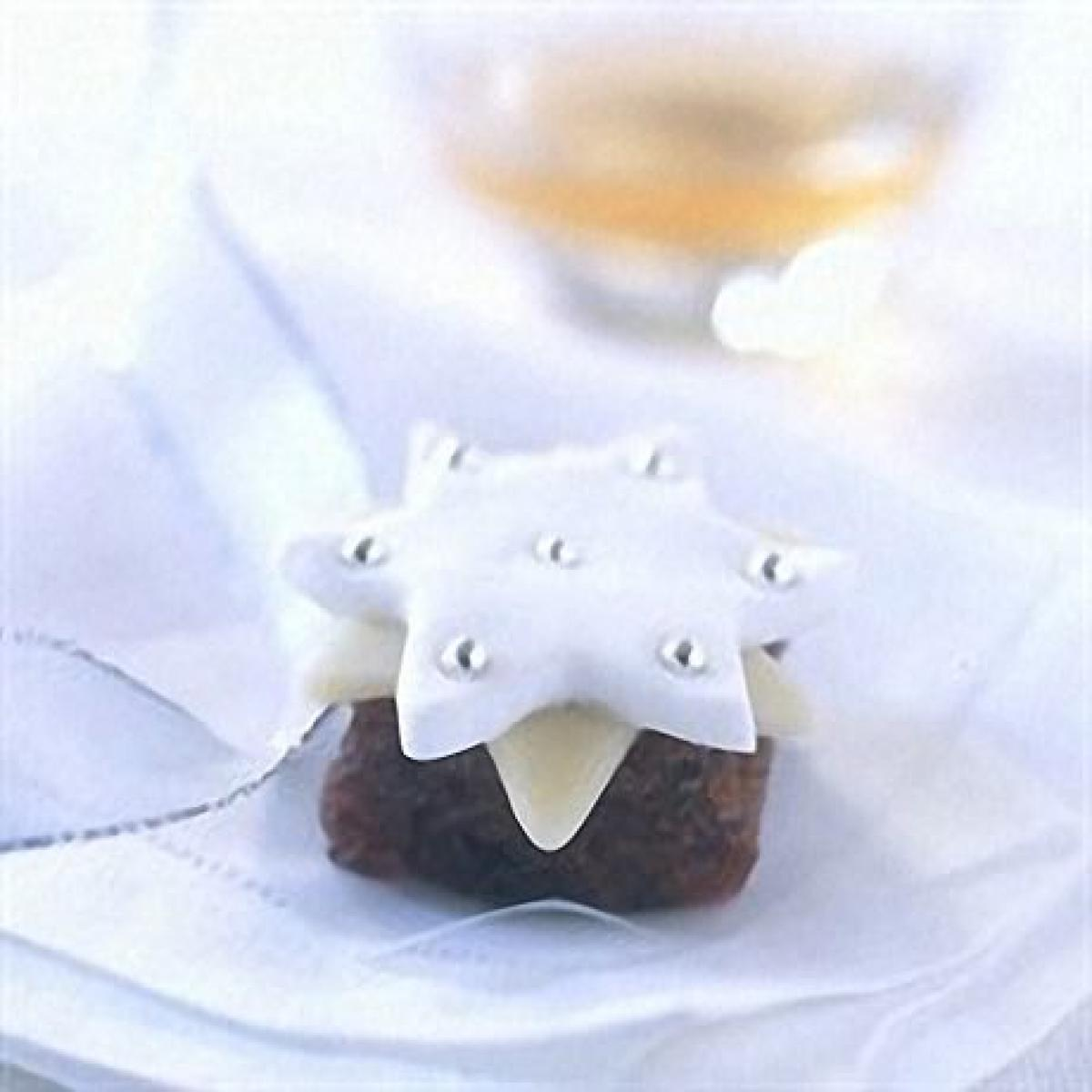 A picture of Delia's No-bake Mini Christmas Cakes recipe