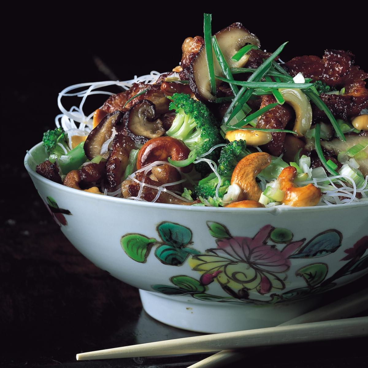 A picture of Delia's Oriental Chicken Stir-fry with Broccoli, Cashew Nuts and Shiitake Mushrooms recipe