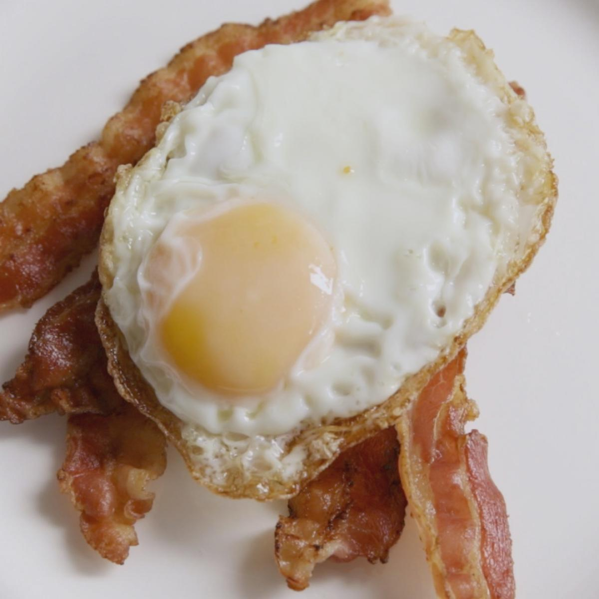 A picture of Delia's Fried Eggs recipe