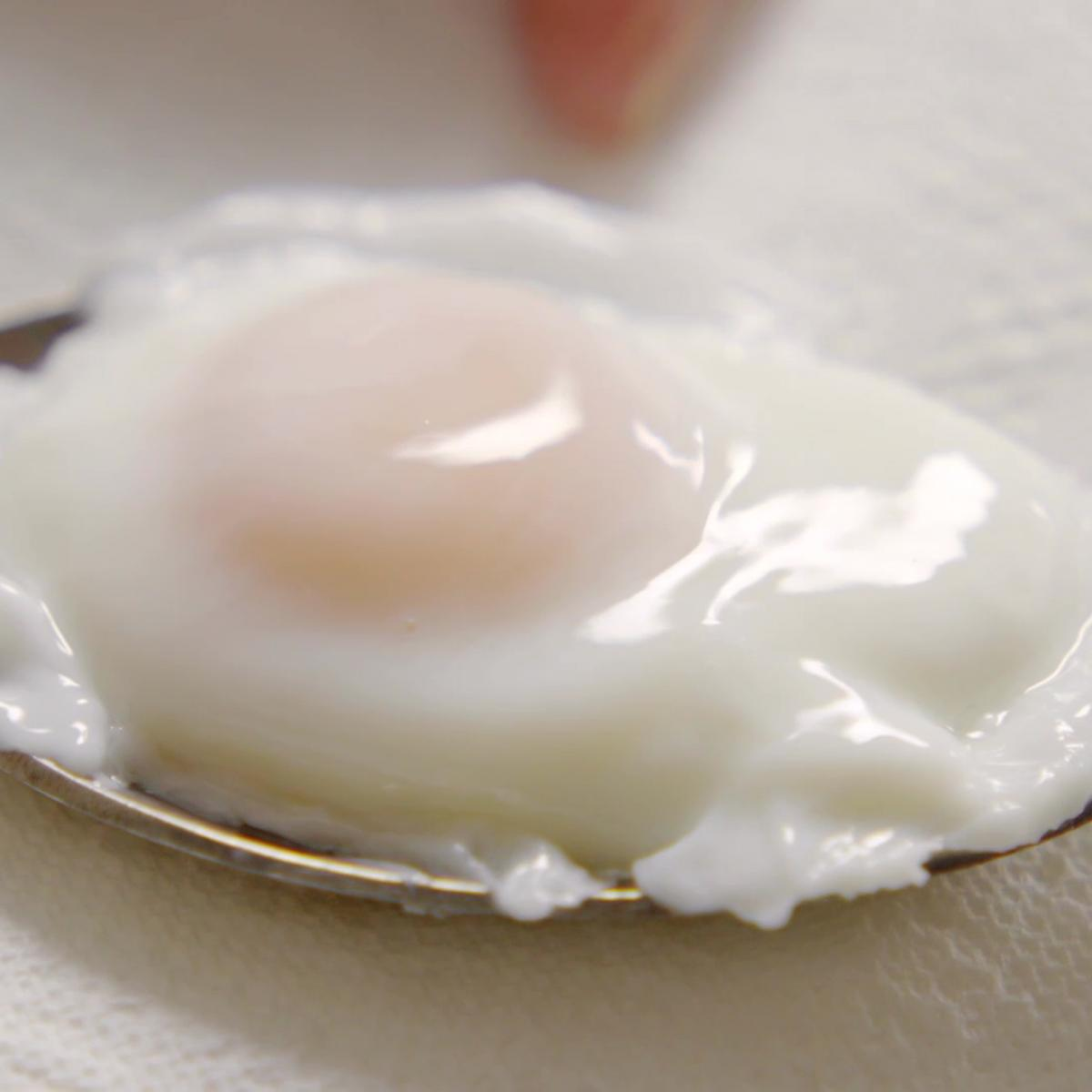 A picture of Delia's Poached Eggs recipe