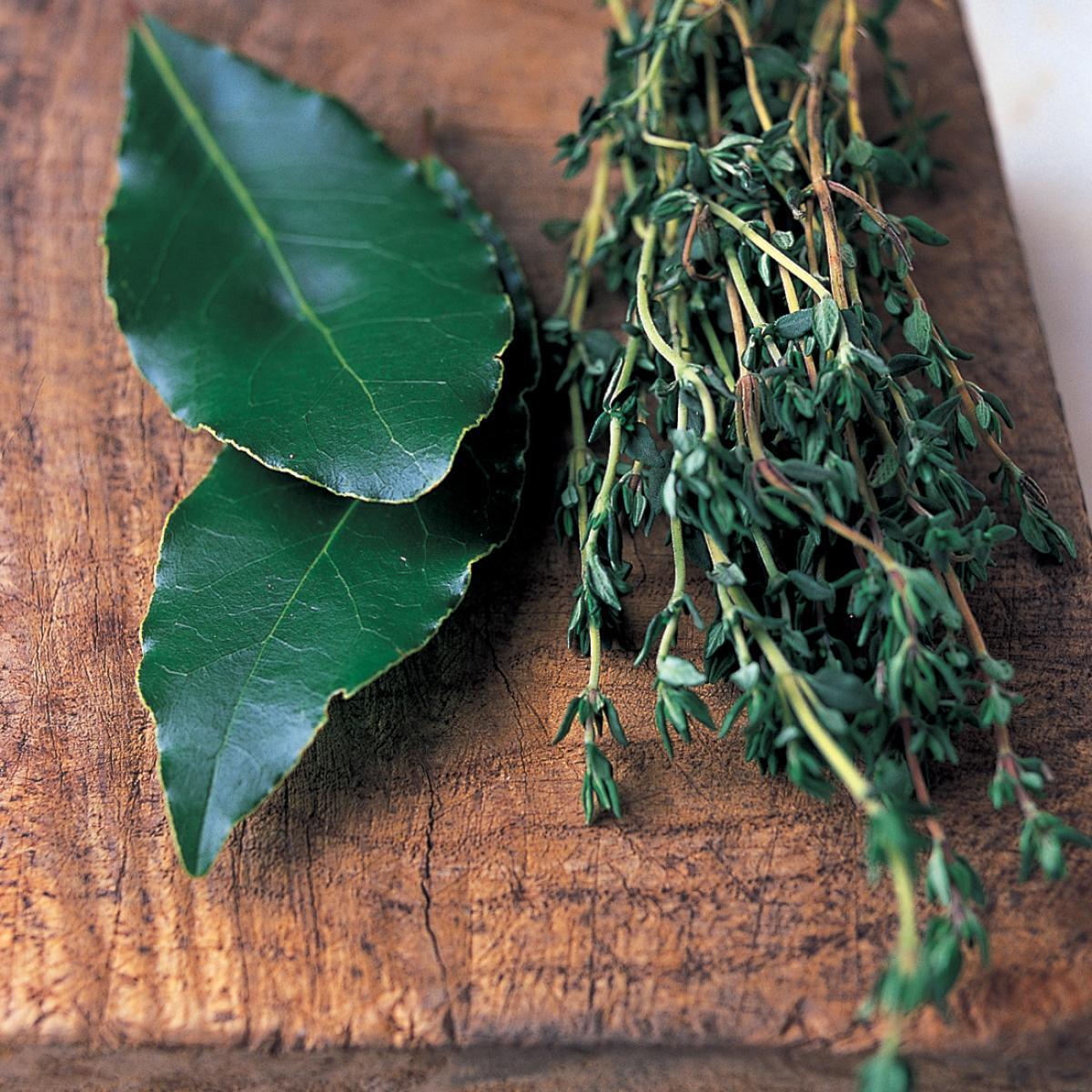 Ingredient pork bay leaves left