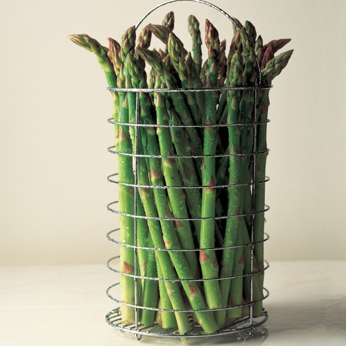A picture of Delia's How to steam asparagus how to cook guide