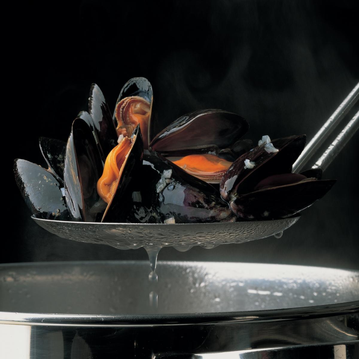 Soup mussel and saffron soup