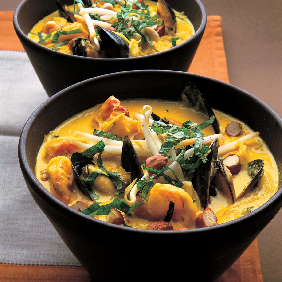 Soup seafood and coconut laksa