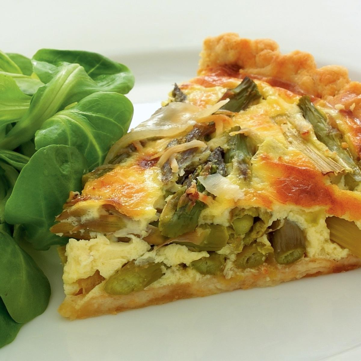 Vegetarian asparagus and cheese tart